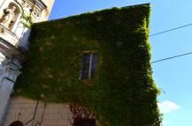 12 - Edificio adiacente alla chiesa