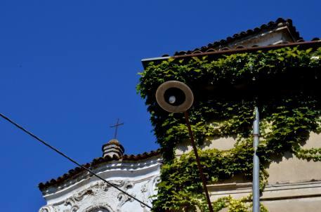 9 - Chiesa (sommità della facciata)
