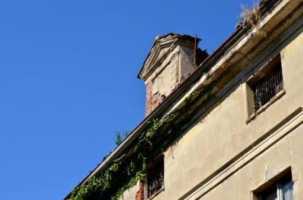 14 - Edificio (particolare)